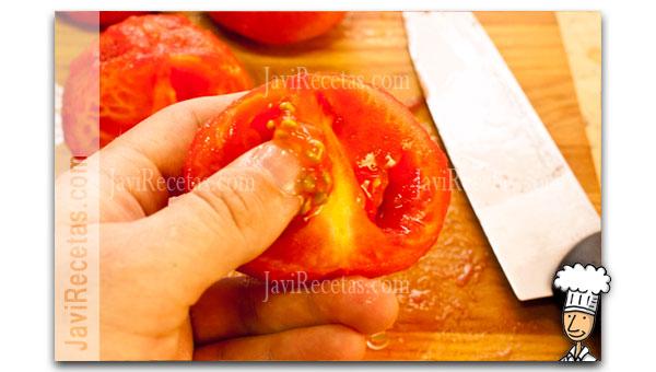 Quitar las semillas al tomate pelado