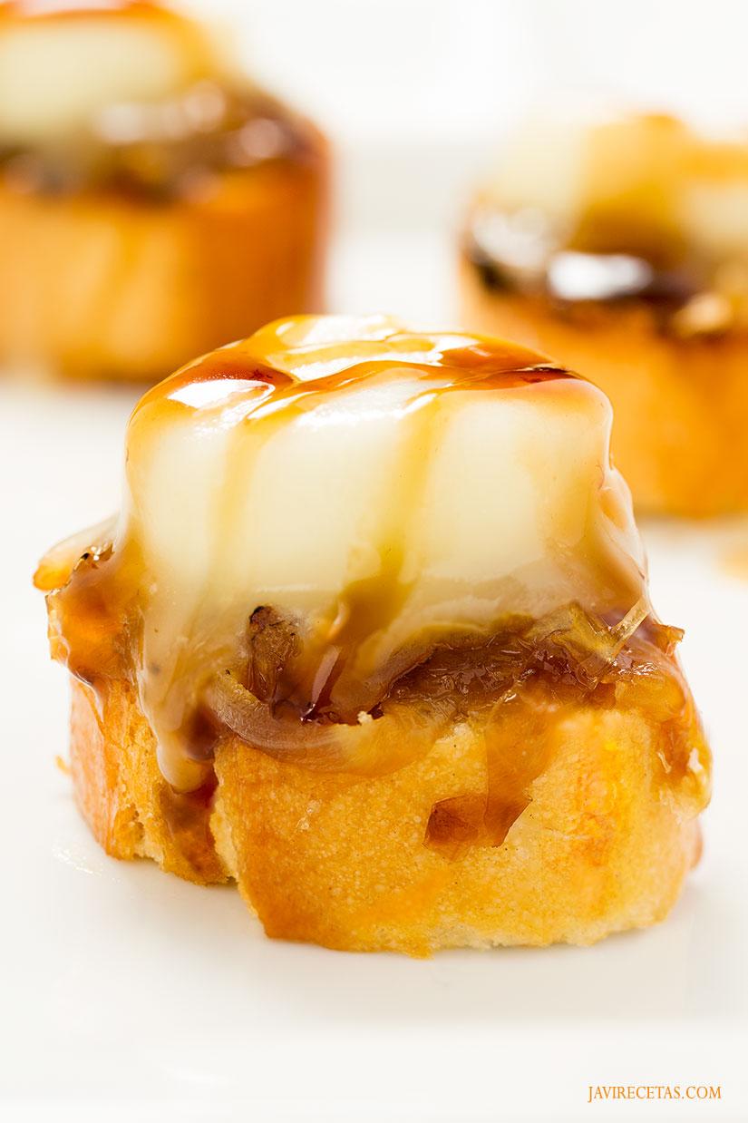 tapas queso de cabra con cebolla caramelizada