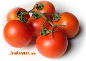 Tomates maduros en rama