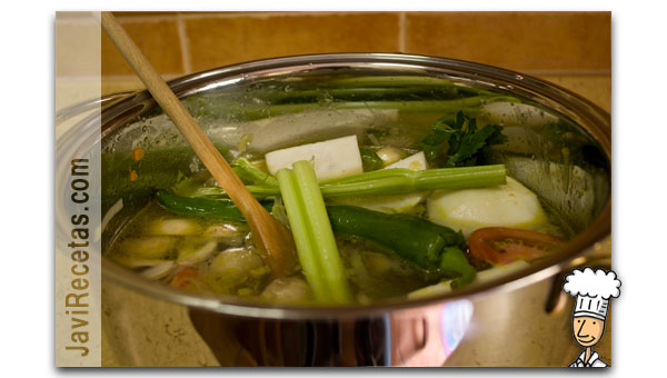Añadir resto de verduras al caldo