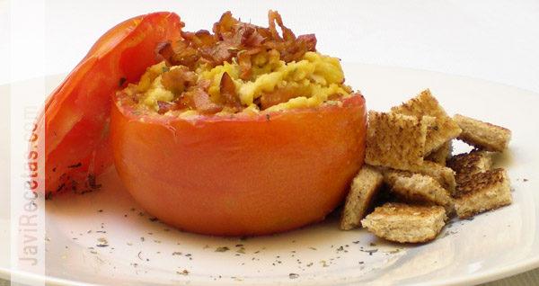 Tomates Rellenos con Revuelto de Queso y Beicon