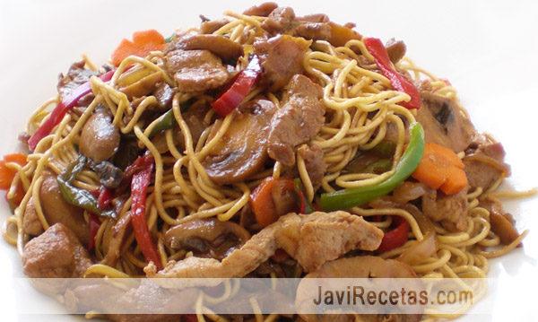 Fideos Chinos Fritos con Cerdo y Verduras